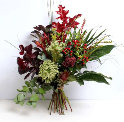 Foliage Bouquet is a vintage colour combination of flowers that has a fantastic smell of its scents. Our Florist is very special in terms of designs and styles in creating bouquets.