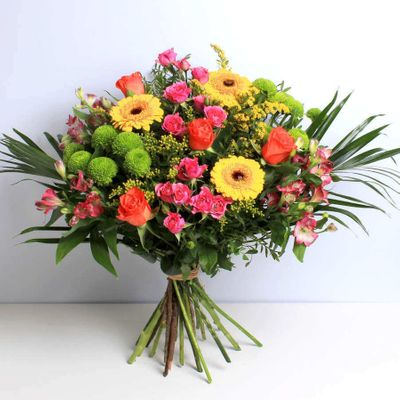 Oriana bouquet makes every day a wonderful day to bloom like the sunrise. It will be delivered with your message and will arrive for the purpose of a smile to your loved one.