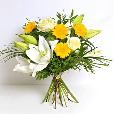 Azura flower bouquet is a mix of gorgeous golden and white flowers.. This pretty design of flowers can bring a cheer to anyone.