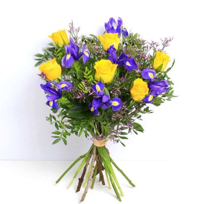 Rose and Iris the marvelous and glamorous bouquet that makes it the most popular of all the others.