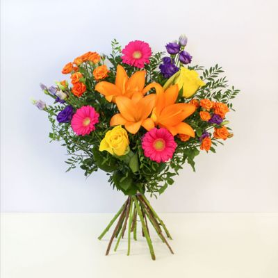 Vibrant Ventura is like a star that shines. This bouquet of all-season blend with artistic beauty of flowers. The orange and golden flowers that makes it shinier and more attractive among the rest.