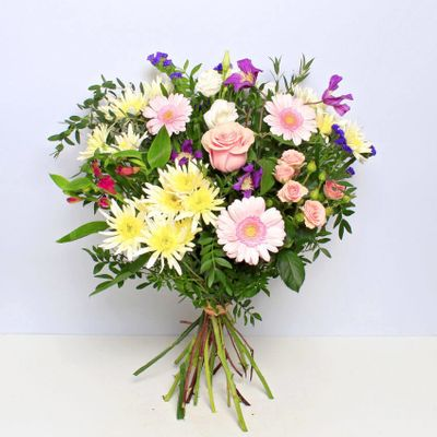 Victoria be amazed by this perfect blend of colors with a scent of pink, white and blue flowers. A delicate passion of flowers makes the most popular bouquet in any event.