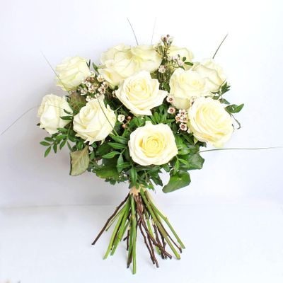 White roses can also symbolize a new beginning and everlasting love. Show your purest love to your partner this Valentine's Day with this stunning bouquet.
