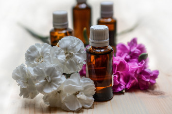 Anti - inflammatory Essential Oil Banner